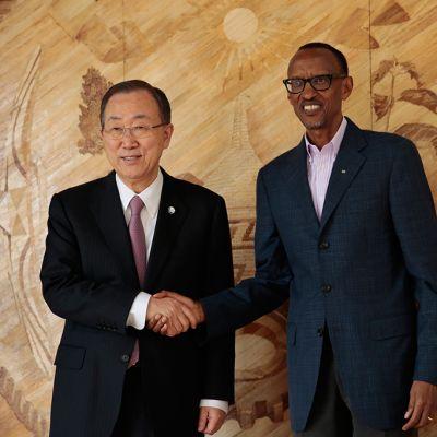 YK:n pääsihteeri Ban Ki-moon ja Ruandan Presidentti Paul Kagame tapasivat presidentin kansliassa 7. huhtikuuta 2014.