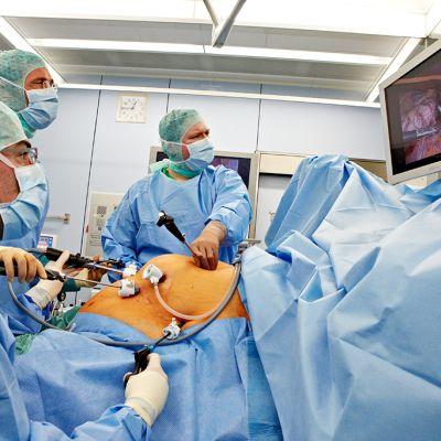 Laparoskopia leikkaussalissa.