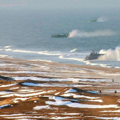 Pohjois-Korean armeija harjoittelee maihinnousua.
