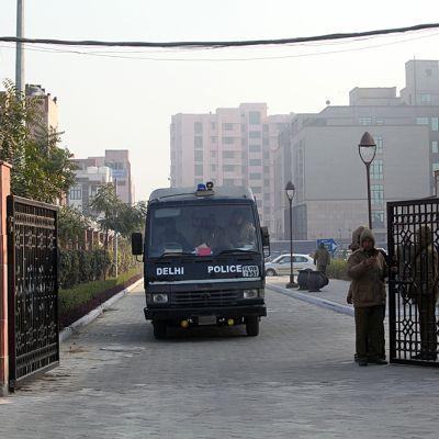 Delhin poliisin auto toi viisi syytettyä oikeuteen tammikuun 7.päivä 2013.