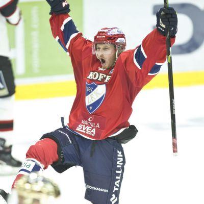 Erik Thorell juhlii kuvassa