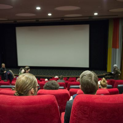 elokuvateatterin katsomo