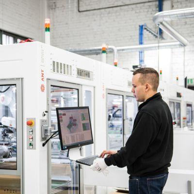 Kuopiolaisen automaatio-osaajan kehittämä mikrotehdas