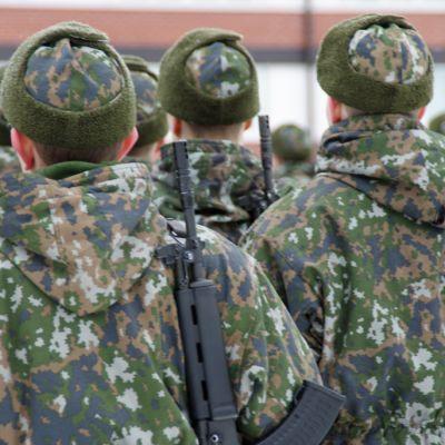 Puolustusvoimien varusmiehiä.