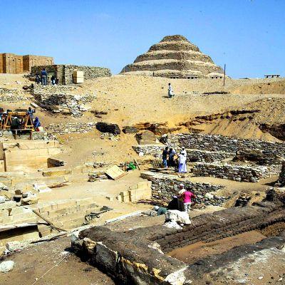 Sakkaran pyramidialueen kaivauksia vuodelta 2004.