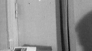 Toimittaja Pentti Heimolainen kirjoittaa kirjoituskoneella (1965).