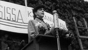 Hertta Kuusinen puhuu lakkokokouksessa Hakaniemessä Helsingissä Kemin lakon aikaan 1949. videokaappaus.