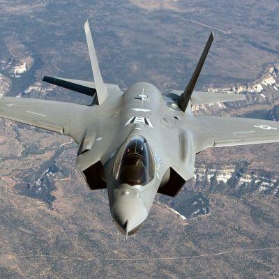 Brittisk-amerikanska F-35A har nämnts som ett alternativ när försvaret ska införskaffa nya stridsplan. Ett stridsplan beräknas kosta cirka 180 miljoner.