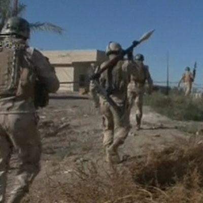 Liittoutuneiden sotilaita iskun jälkeen lähellä Mosulia, Irakissa, 8. marraskuuta.