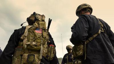 Amerikanska soldater fotograferade nerifrån i Afghanistan.