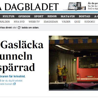 Klaratunneln var avspärrad efter att en biogasbuss körde fast