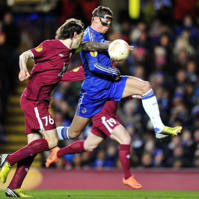 Chelsean Fernando Torres ottaa pallon haltuun ennen 1-0-maaliaan.