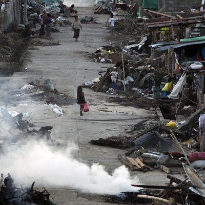 Taifuunin tuhoama kaupunki Filippiinien Baseyssa.