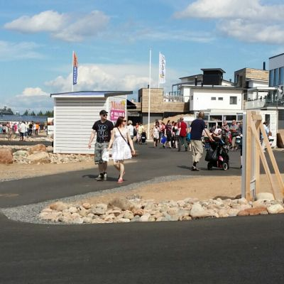 Kalajoen loma-asuntomessut kiinnostivat yleisöä.
