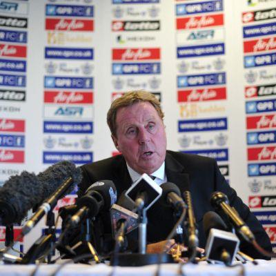 QPR-manageri Harry Redknapp lehdistön edessä
