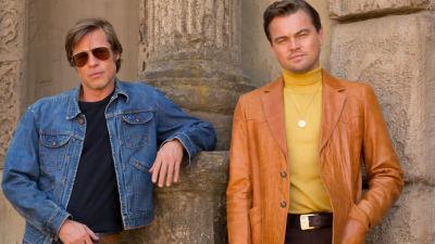 Brad Pitt och Leonardo DiCaprio poserar som Cliff Booth och Rick Dalton.