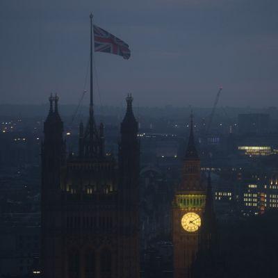 Britannian parlamentti aamuhämärässä