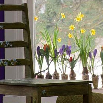 Stol med blommor i oljefärg