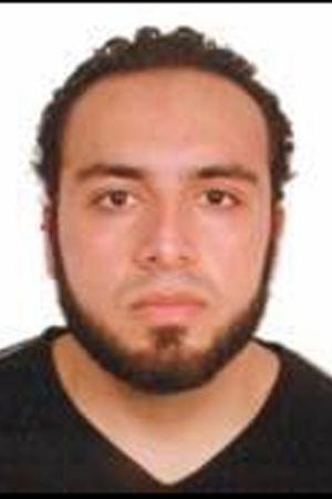 Polisen vill förhöra den 28-årige amerikanske medborgaren Ahmad Khan Rahami som ursprungligen kommer från Afghanistan