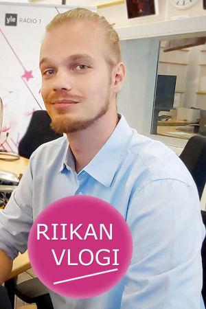 Toimittaja Riikka Holopainen ja basso Marko Suihkonen.