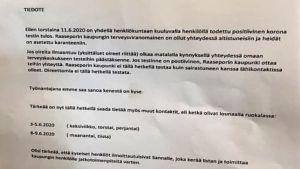 Lapp som på finska informerar anställda om coronasmitta.