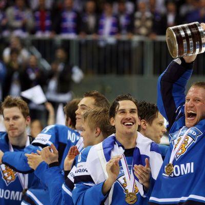 Suomi juhlii MM-kultaa 2011