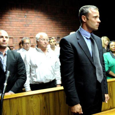 Oscar Pistorius oikeuden edessä