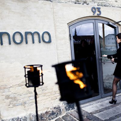 Asiakkaita menossa Noma-ravintolaan.