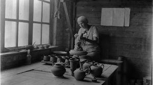 Keramiker i arbetet på Kupittaan savi på 1930-talet.