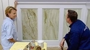 Marmorerad vägg ger känsla av antiken