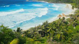 Trooppista rantaa Seychellien saarivaltiossa.