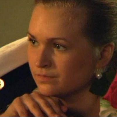 Ett studentfoto på en ung kvinna