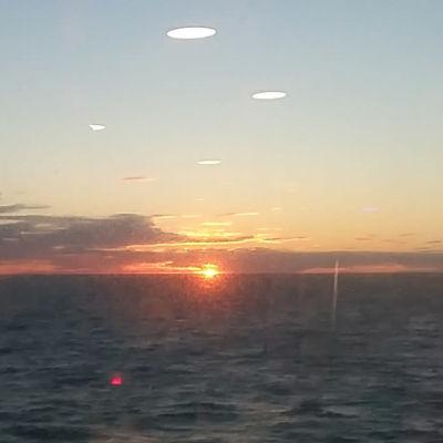 Solnedgång över Ålands hav på sommaren.