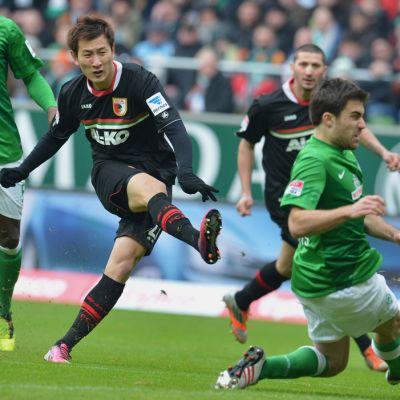 Ji Dong-Won i Augsburg-tröja.
