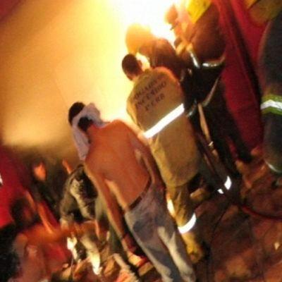 Pelastushenkilökuntaa onnettomuuspaikalla.