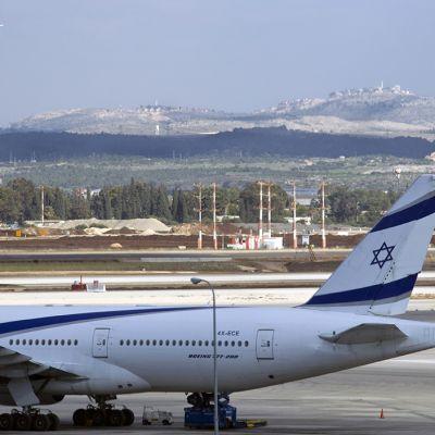 EL Al -yhtiön kone Ben Gurionin lentokentällä.