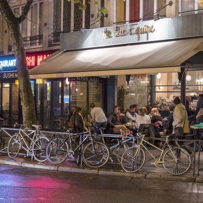 Ravintolan terassi ja polkupyöriä