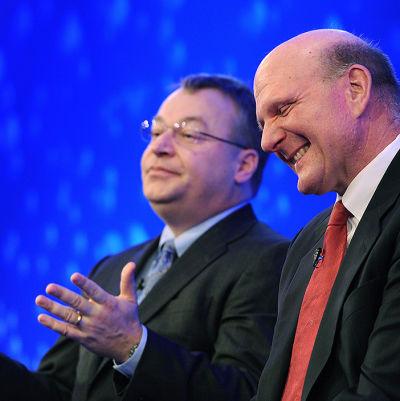 Steven Elop (till vänster på bilden)