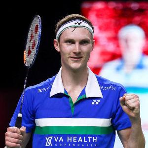 Viktor Axelsen vann två tävlingar i Bangkok.