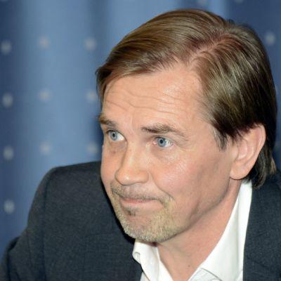 JJK:n Kari Martonen tiedotustilaisuudessa.