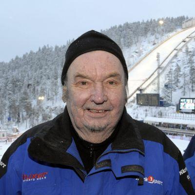 Paavo M. Petäjä kuvassa