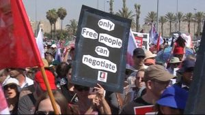 judar och muslimer demonstrerar för palestinas självständighet i jerusalem 15.7.2011