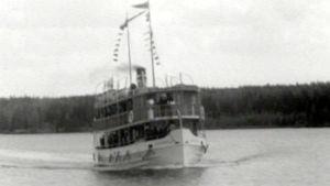 Höyrylaiva matkalla Kuopiosta Heinävedelle vuonna 1955
