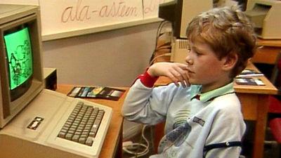 En pojke lär sig adb-teknik på 80-talet.