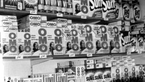 Olika tvättmedelspaket år 1969.