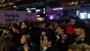 Massor av människor på ÅBo torg.