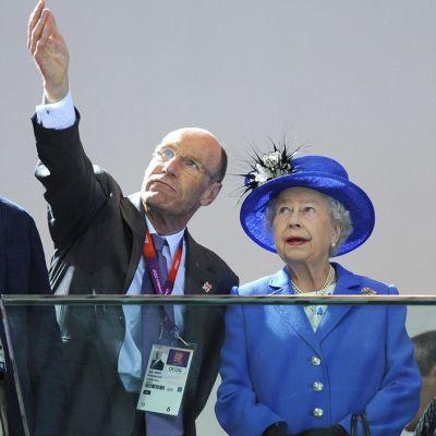 Kuningatar Elisabet II seuraamassa Lontoon olympialaisia.