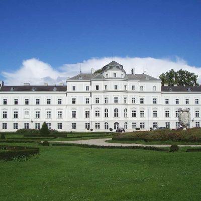 Augartenin palatsi Leopoldstadtin kaupunginosassa Wienissa.