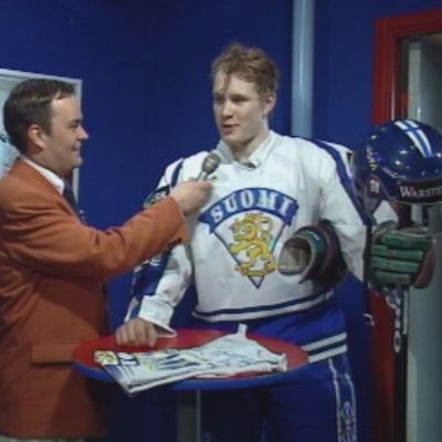Olli Keskinen haastattelee Janne Niinimaata MM-finaalissa 1995.