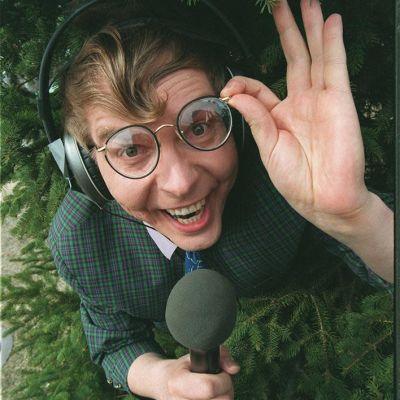 Kärkkäri eli Jari Vesa KesäQ-ohjelman riehuvana reportterina 1996.